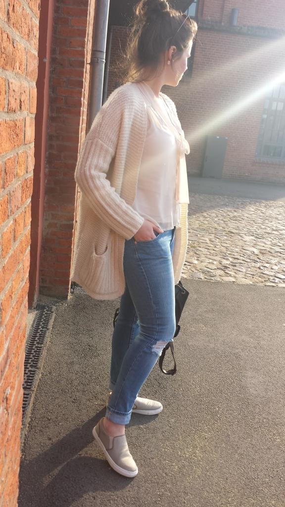 Zerissene Hose, Schlitze an den Knien