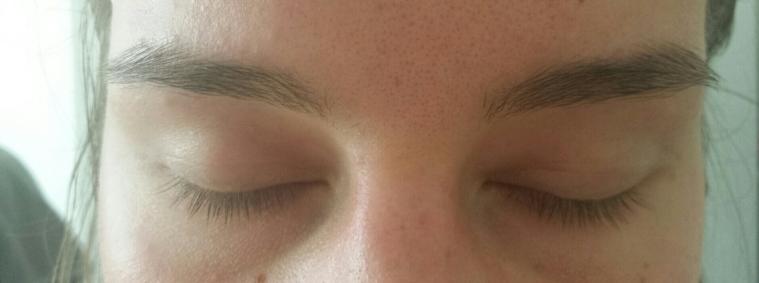 Augenbrauenroutine - Augenbrauengel