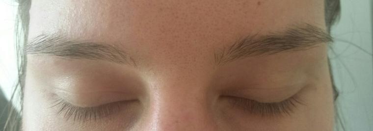 Augenbrauenroutine