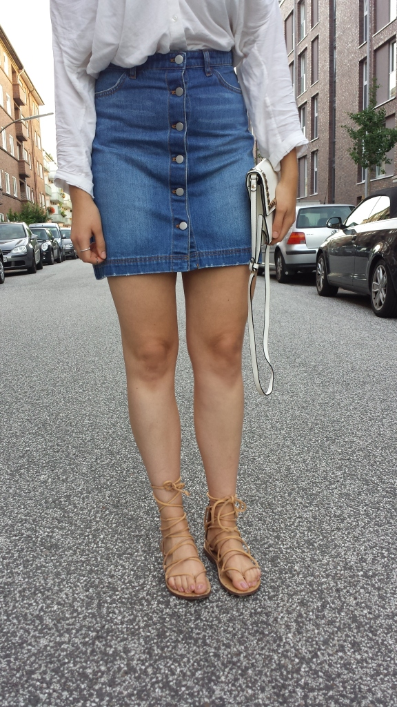 Rock mit Knöpfen aus Jeans - Off Shoulder Top