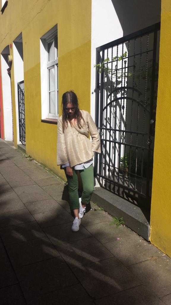 Pullover und Bluse kombinieren
