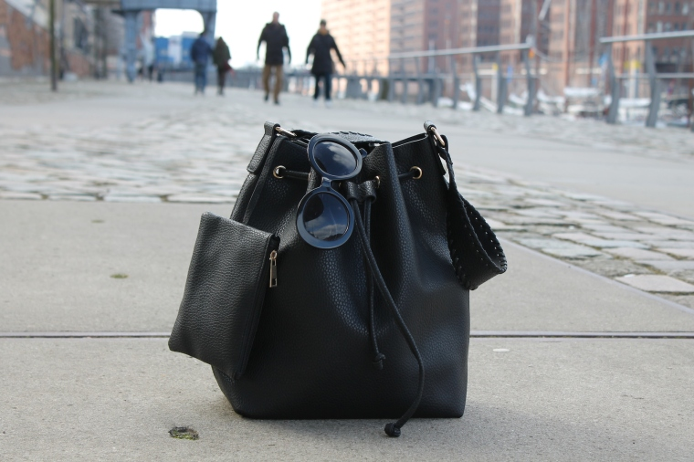 Schlaghosen kombinieren - Streifenshirt-Bucket Bag10
