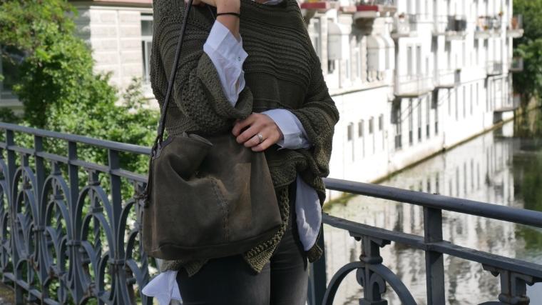 Grüner Pulli, weiße Bluse, graue Jeans, beige Schuhe Absatz, Cateye Sonnenbrille, Septum11