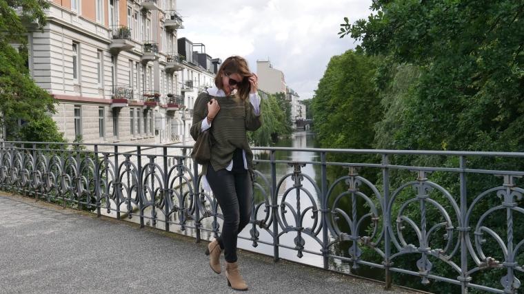 Grüner Pulli, weiße Bluse, graue Jeans, beige Schuhe Absatz, Cateye Sonnenbrille, Septum2
