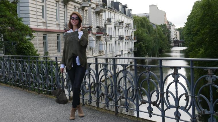 Grüner Pulli, weiße Bluse, graue Jeans, beige Schuhe Absatz, Cateye Sonnenbrille, Septum5