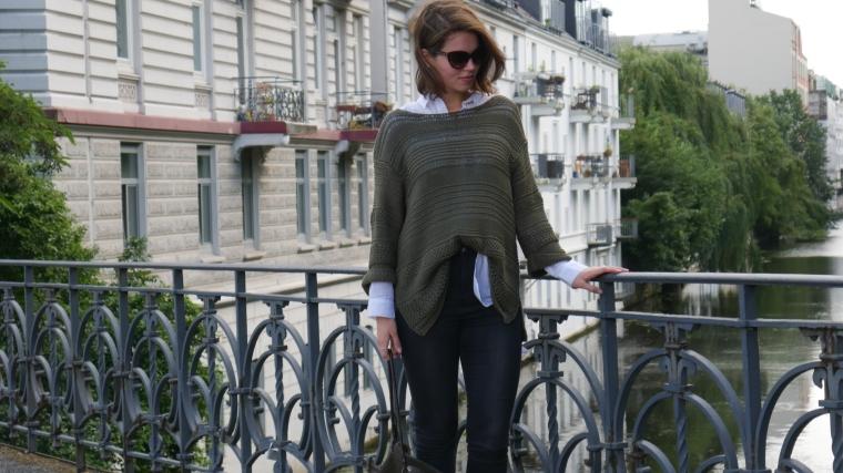 Grüner Pulli, weiße Bluse, graue Jeans, beige Schuhe Absatz, Cateye Sonnenbrille, Septum7