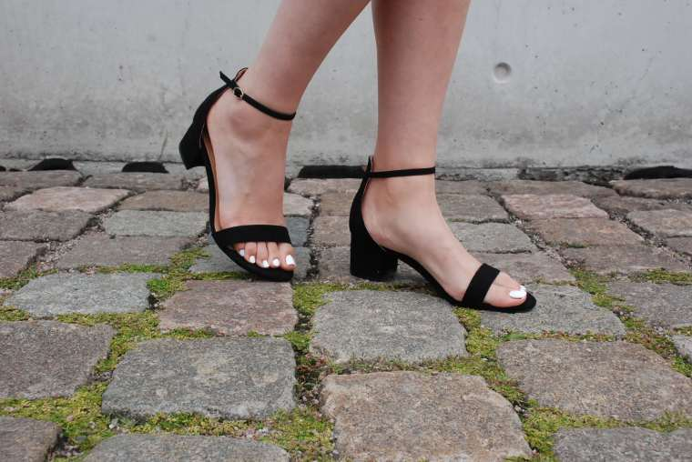 Kleid mit Querstreifen-Kleid Blockstreifen - Kleid bunt - Midikleid kombiniert - Runde Sonnenbrille - modegeschmack blog7