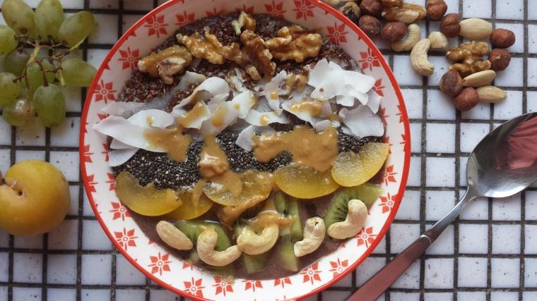 acai-bowl-selbermachen-einfach-vegan-schnell-gesund-assai-bowl-smoothie-bowl-rezept-modegeschmack1