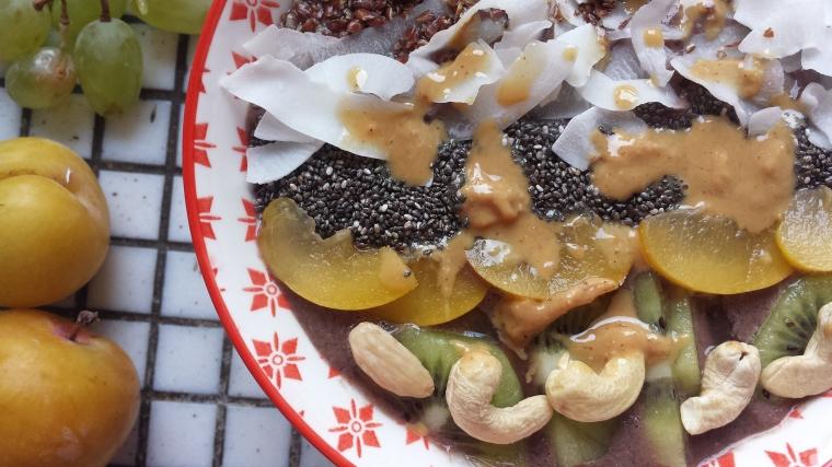 acai-bowl-selbermachen-einfach-vegan-schnell-gesund-assai-bowl-smoothie-bowl-rezept-modegeschmack2